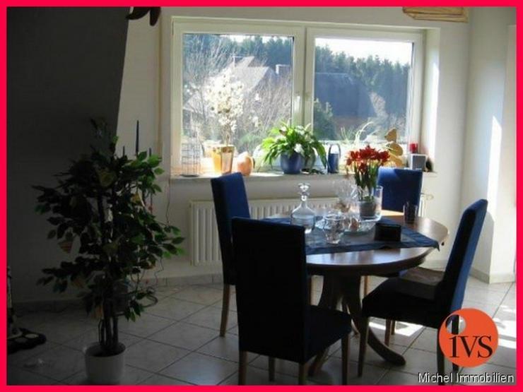Bild 3: Schöne 3 Zi.- DG Wohnung in idyllischer Lage mit Loggia, Stellplatz und Keller!