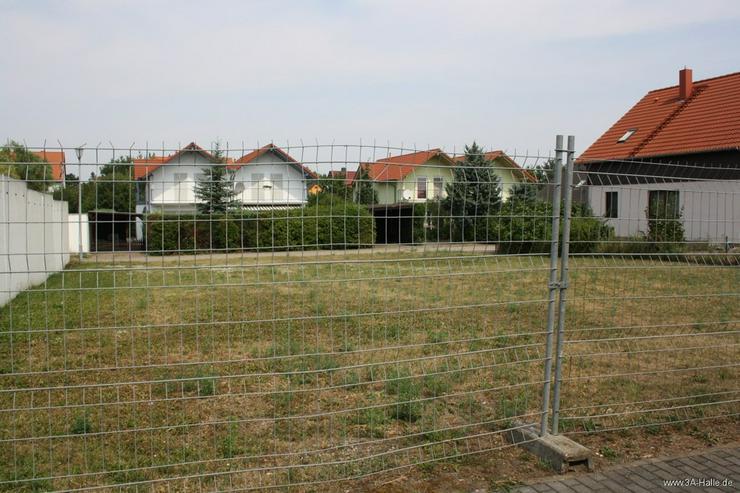 Bild 1: vollerschlossenes Baugrundstück für freistehendes Traumhaus mit zwei Garagen