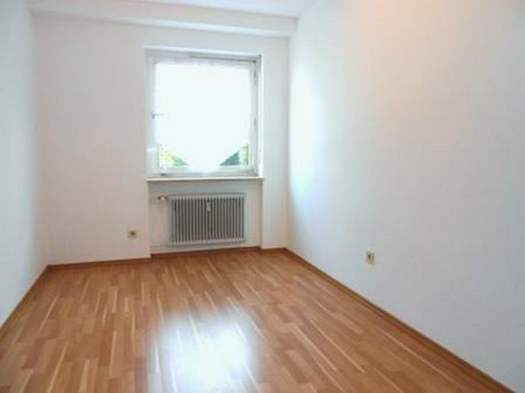 Bild 3: 3 Zimmer Wohnung m. EBK, überdachtem Balkon u. Kfz.-Stellplatz, in Passau - Neustift zu v...