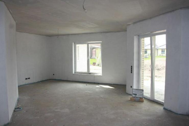 Bild 6: Neubau-Winkelwalmdach-Bungalow mit exklusiver Ausstattung