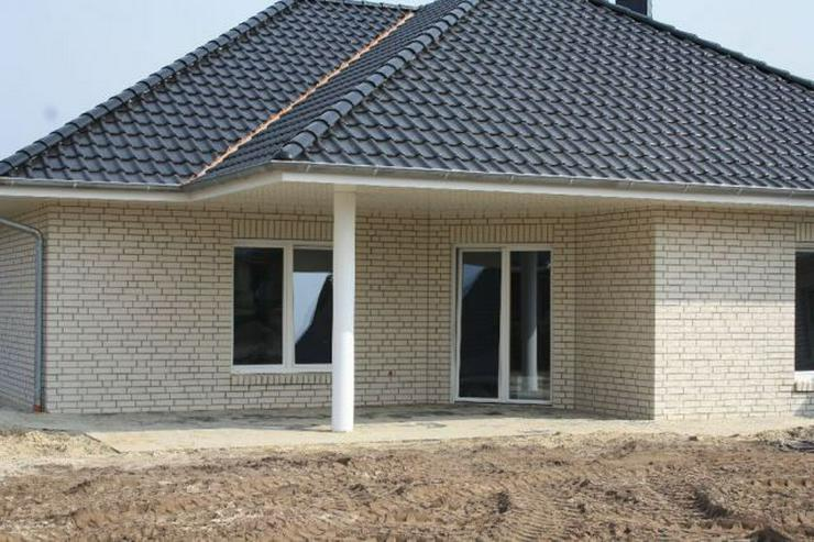 Bild 4: Neubau-Winkelwalmdach-Bungalow mit exklusiver Ausstattung