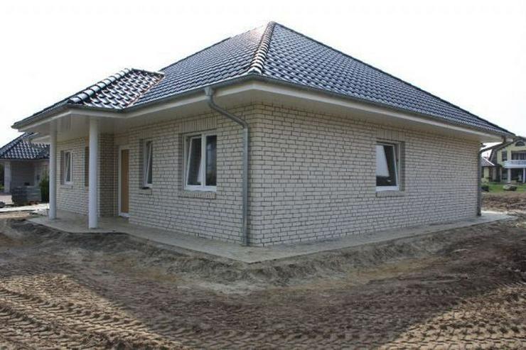 Bild 5: Neubau-Winkelwalmdach-Bungalow mit exklusiver Ausstattung