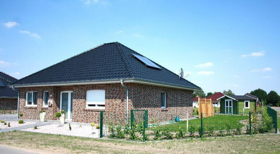 Bild 3: Provisionsfrei: Neubau-Winkelwalmdach-Bungalow mit exklusiver Ausstattung