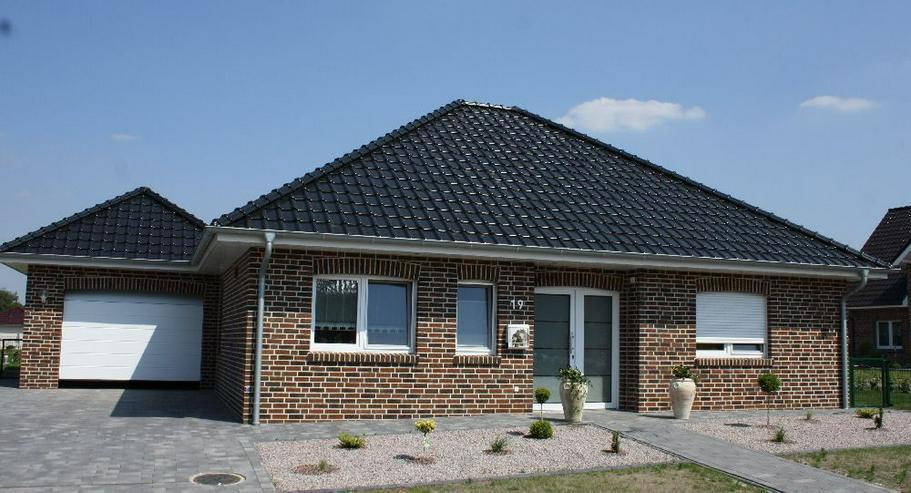 Bild 2: Provisionsfrei: Neubau-Winkelwalmdach-Bungalow mit exklusiver Ausstattung