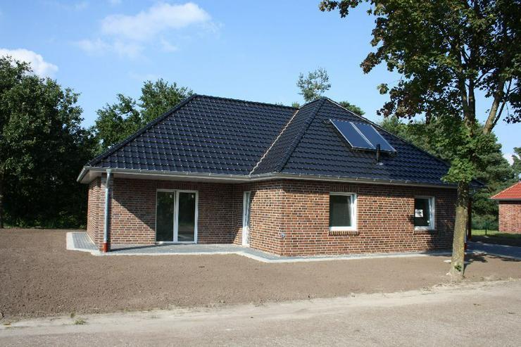 Bild 2: Erstbezug Neubau Winkelwalmdachbungalow in ruhiger Wohnsiedlung