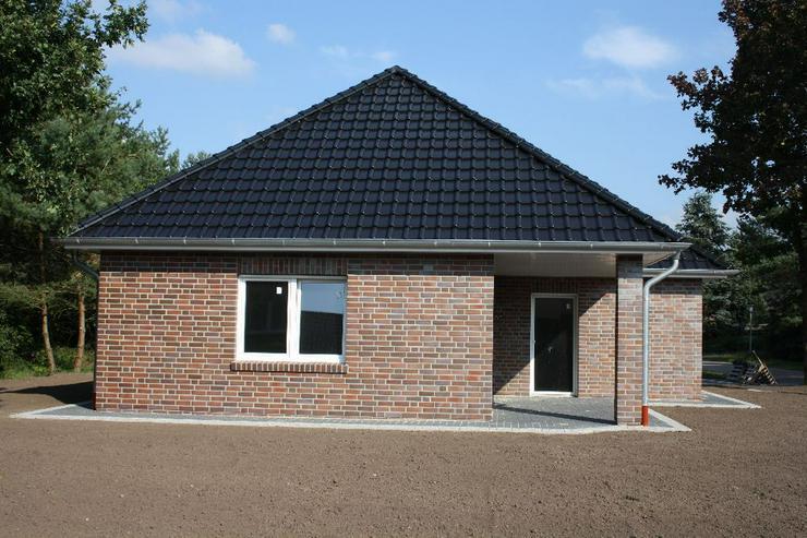 Bild 3: Erstbezug Neubau Winkelwalmdachbungalow in ruhiger Wohnsiedlung