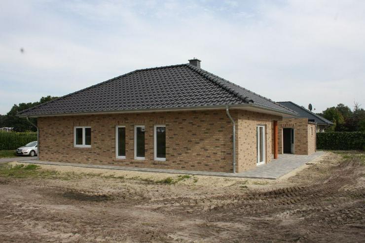 Bild 3: Neubau Erstbezug Winkelwalmdachbungalow in ruhiger Wohnsiedlung