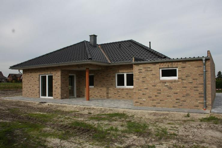 Bild 4: Neubau Erstbezug Winkelwalmdachbungalow in ruhiger Wohnsiedlung