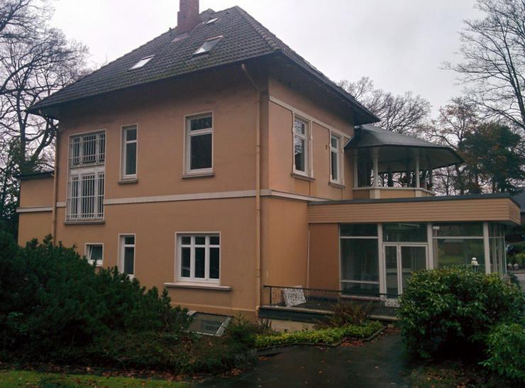 Riesige, sanierte Wohnung in schöner Altbauvilla! WG geeignet!