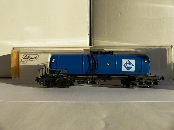 Bild 2: Set mit 5 LILIPUT-Güterwagen in optim. Zustand