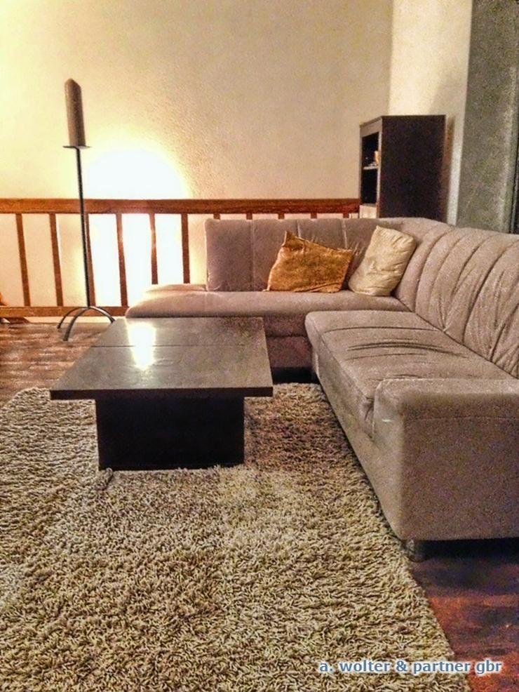 loft flaire maisonette in einer ehemaligen m belfabrik in berlin auf. Black Bedroom Furniture Sets. Home Design Ideas