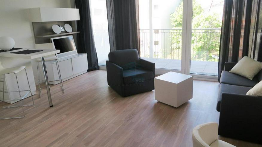 Bild 2: Stilvoll möbliertes und barrierefreies Apartment mit Balkon in München-Bogenhausen