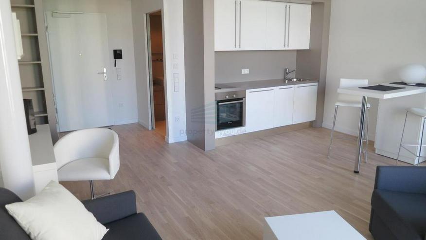 Bild 3: Stilvoll möbliertes und barrierefreies Apartment mit Balkon in München-Bogenhausen