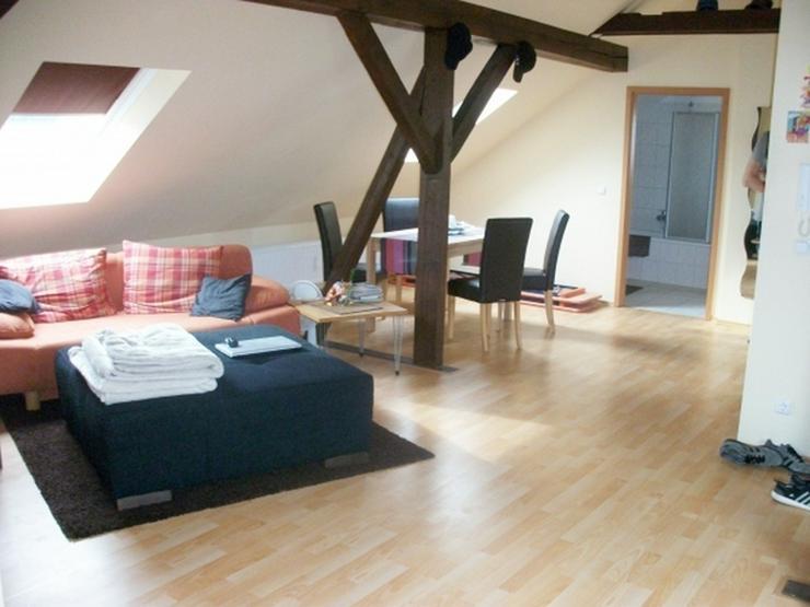 Bild 2: Gemütliche 2 Zimmer-Dachgeschosswohnung mit Einbauküche