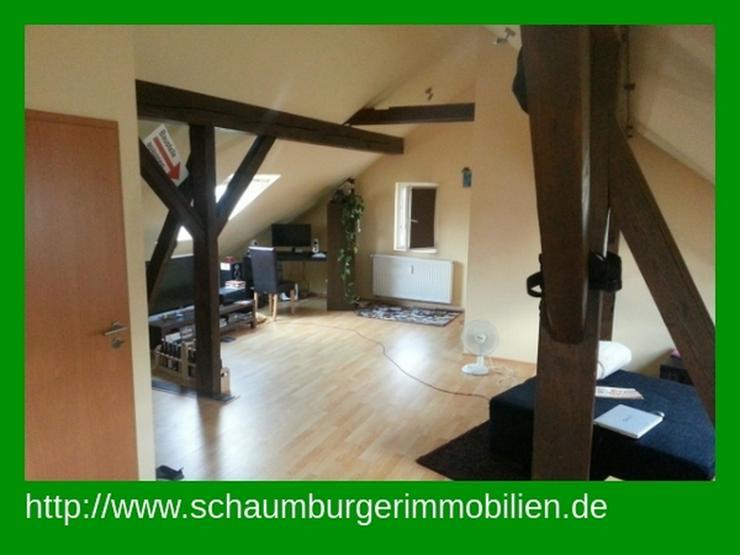 Gemütliche 2 Zimmer-Dachgeschosswohnung mit Einbauküche - Wohnung mieten - Bild 1