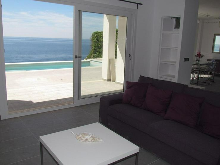 Bild 2: Moderne Villa mit Pool direkt am Meer, Cala Pi