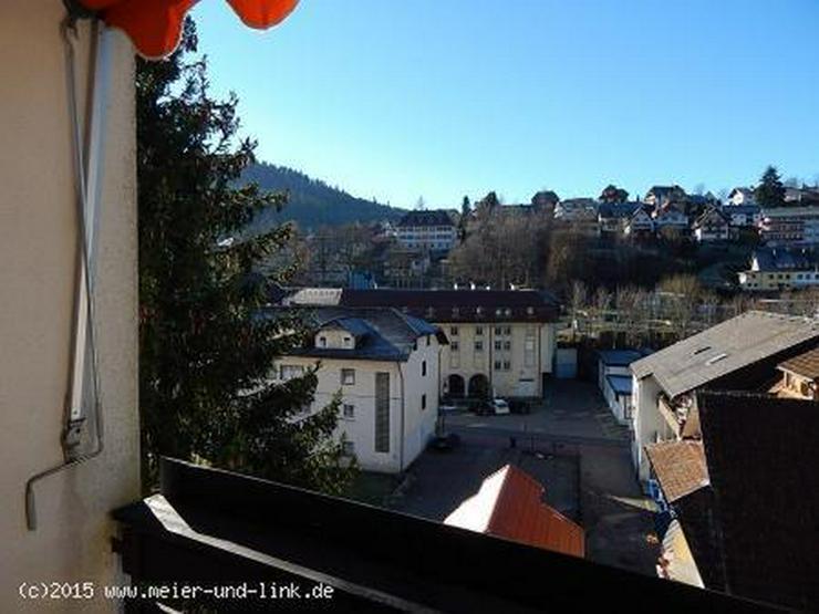 Bild 2: Die Berge im Blick, die Stadt ganz nah