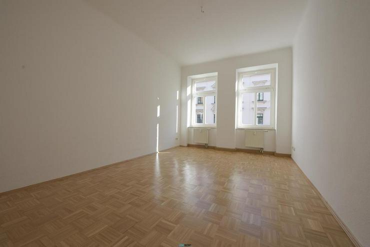 Bild 4: Frisch saniert! 1-Zimmer-Apartment mit EBK und Parkett *