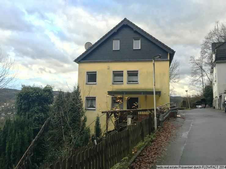 Bild 2: ***PROVISIONSFREI*** Ruhig gelegenes Zweifamilienhaus mit Hanglage