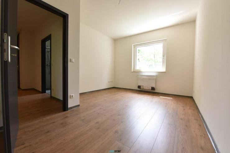 Bild 12: Eleganter ERSTBEZUG: raffinierter Grundriss * 4-ZKB mit BALKON * sehr großes Wohnzimmer
