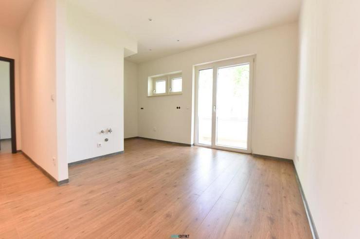 Bild 4: Eleganter ERSTBEZUG: raffinierter Grundriss * 4-ZKB mit BALKON * sehr großes Wohnzimmer