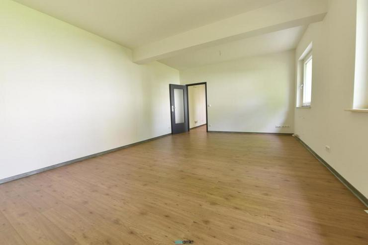 Bild 15: Eleganter ERSTBEZUG: raffinierter Grundriss * 4-ZKB mit BALKON * sehr großes Wohnzimmer