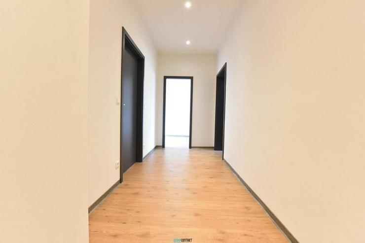 Bild 6: Eleganter ERSTBEZUG: raffinierter Grundriss * 4-ZKB mit BALKON * sehr großes Wohnzimmer