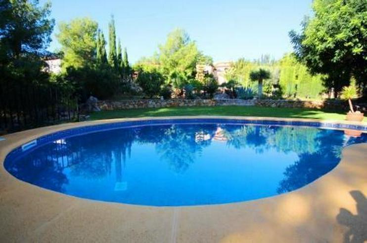 Bild 2: Sehr gepflegte und ausbaufähige Villa mit Pool und Meerblick