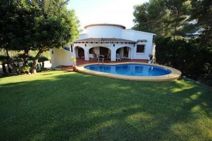 Sehr gepflegte und ausbaufähige Villa mit Pool und Meerblick - Haus kaufen - Bild 1