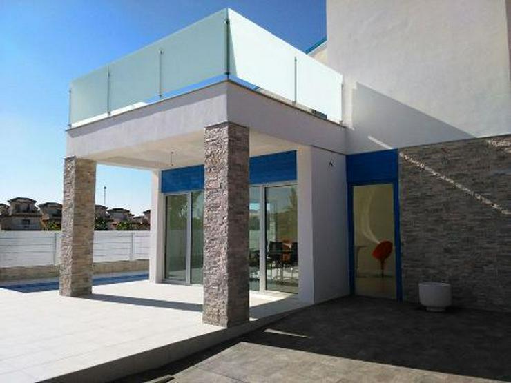 Bild 2: Wunderschöne und moderne Neubau-Villen in ruhiger Lage