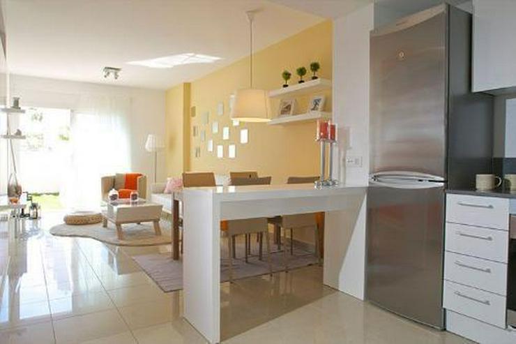 Bild 5: 4-Zimmer-Maisonette-Wohnungen mit Dachterrasse, Gemeinschaftspool und Meerblick nur 350 m ...