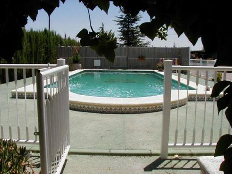 Bild 3: Landhaus-Villa mit Gästehaus, Pool und Tennisplatz