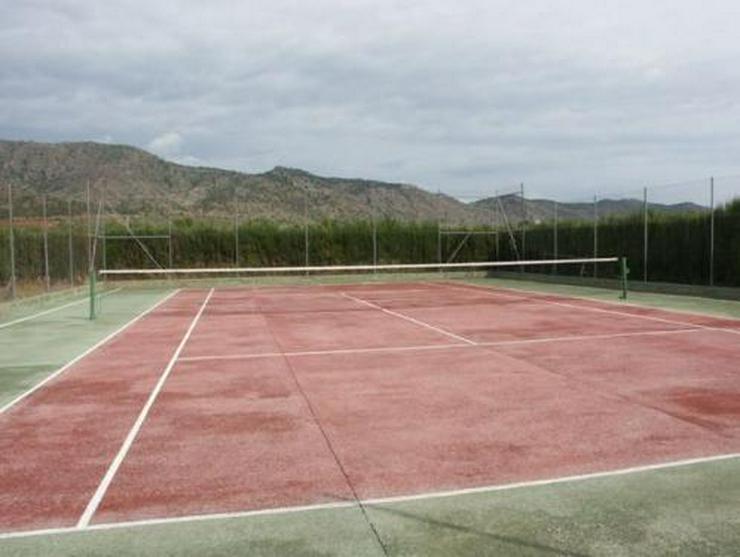 Bild 14: Landhaus-Villa mit Gästehaus, Pool und Tennisplatz