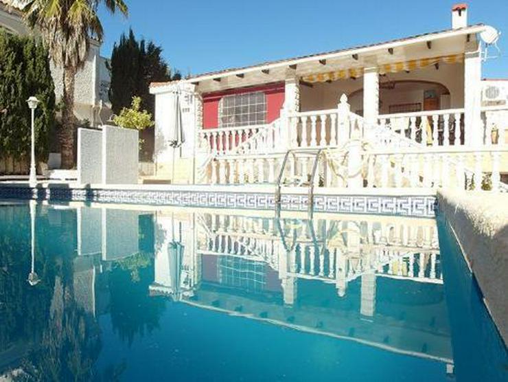 Großzügige Villa mit Pool und Gästeappartement - Bild 1