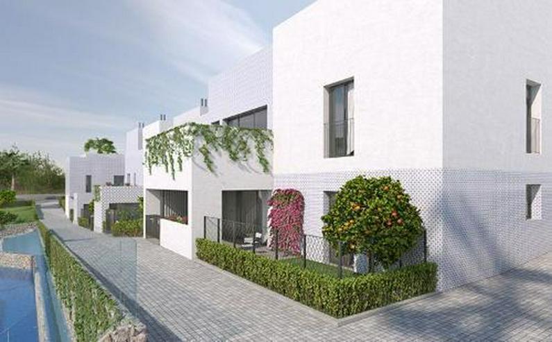 Obergeschoss-Appartements in minimalistischem Design ca. 7 km vom Strand