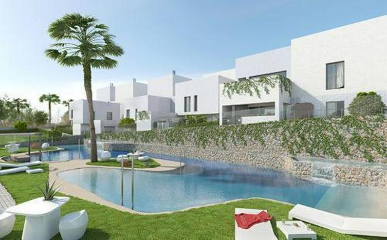 Bild 3: 3-Zimmer-Reihenhäuser in minimalistischem Design ca. 7 km vom Strand