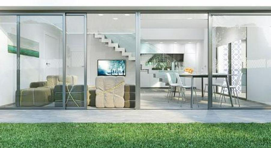 Bild 3: 4-Zimmer-Reihenhäuser in minimalistischem Design ca. 7 km vom Strand