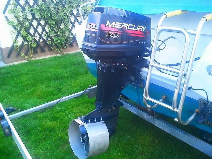 Bild 3: Außenbordmotor Mercury 30 PS 2-Takt E-Start