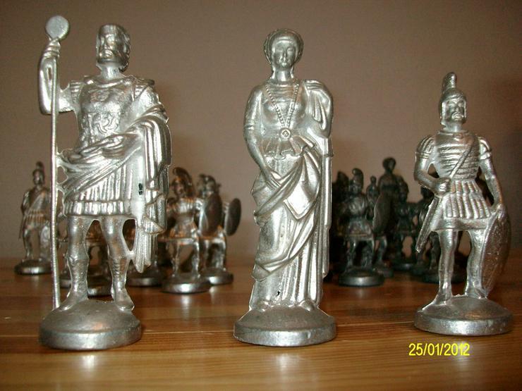 Bild 2: Schachfiguren aus Zinn     ohne Brett