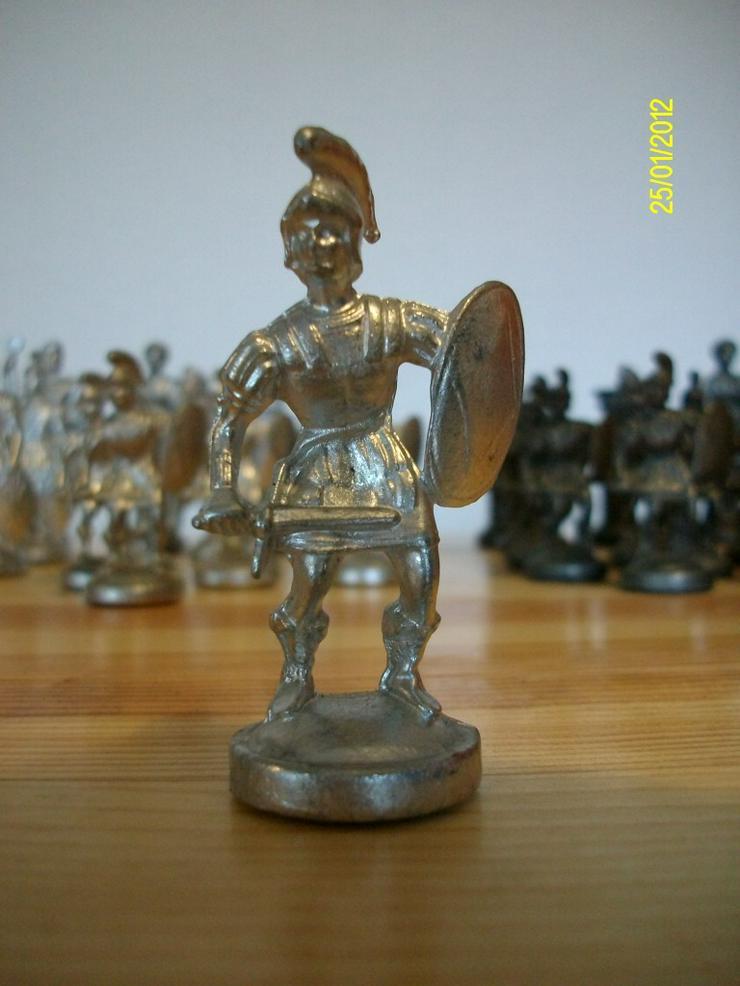 Bild 3: Schachfiguren aus Zinn     ohne Brett
