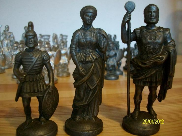 Bild 4: Schachfiguren aus Zinn     ohne Brett