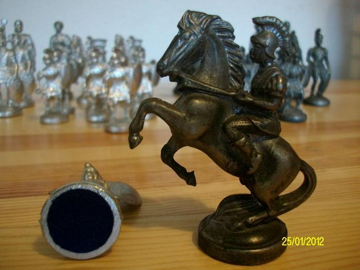 Bild 1: Schachfiguren aus Zinn     ohne Brett