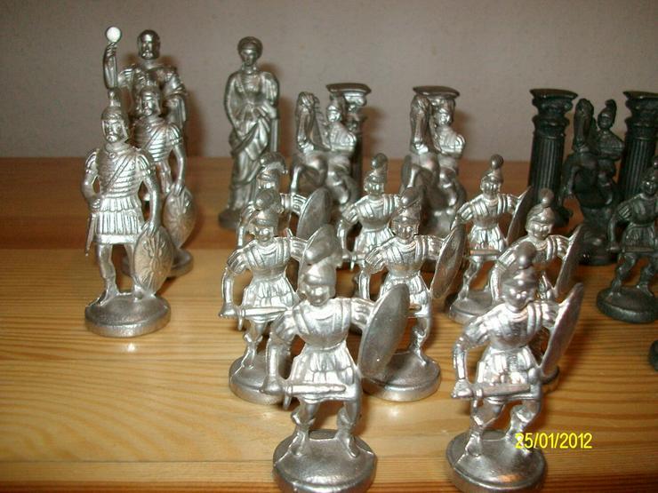 Bild 6: Schachfiguren aus Zinn     ohne Brett