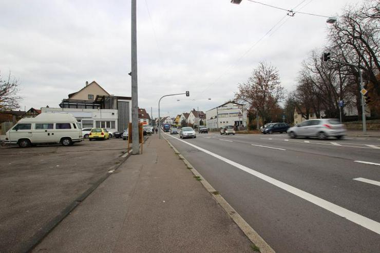 Bild 5: KfZ-Verkaufsplatz an hochfrequentierter Straße.