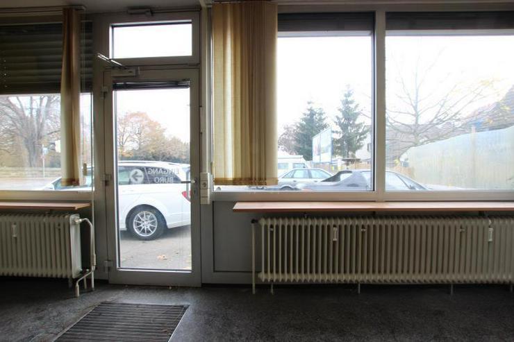 Bild 3: KfZ-Verkaufsplatz an hochfrequentierter Straße.