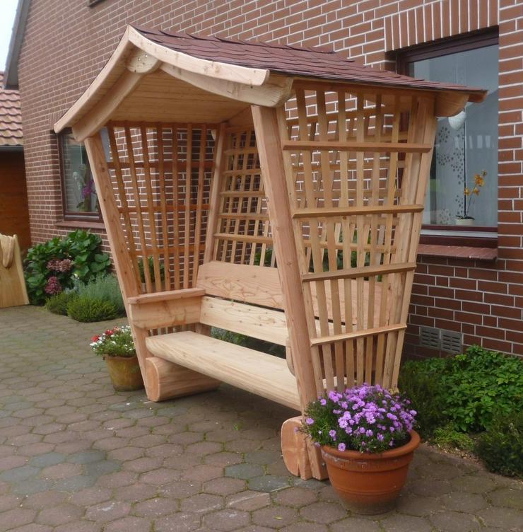 Sitzbank.Gartenbank mit Dach. Dach.Holz.