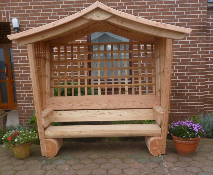 Gartenlaube.Rosenbank.Sitzbank.Holz.