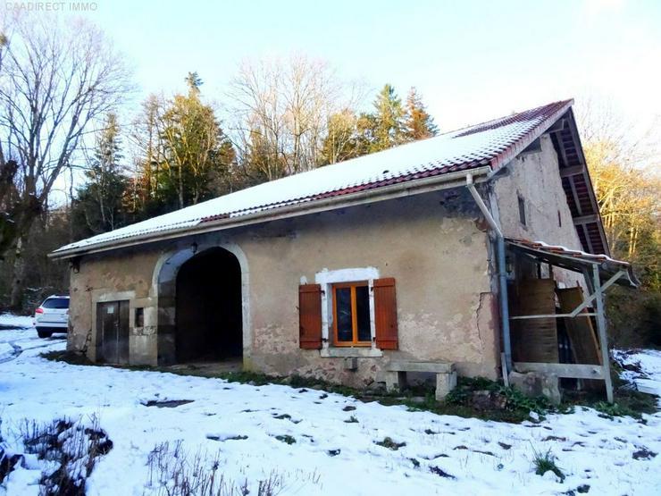 Kernsanierungsbedürftige Farm mit 1,3 ht Grundstück - 100 km von Basel