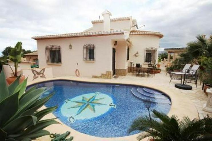 Villa mit Pool, Jacuzzi, Wintergarten, Carport und vielem mehr
