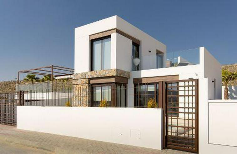 Moderne 4-Zimmer-Villen mit Gemeinschaftspool in wunderschöner Golfanlage - Haus kaufen - Bild 1